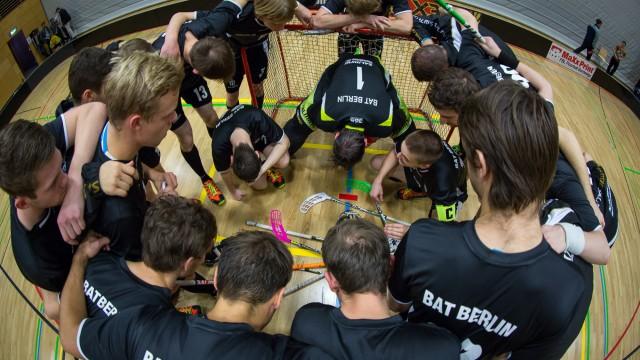 Diesmal wurden die treuen Anhänger des Hauptstadtclubs BAT Berlin für Ihre Unterstützung mit reichlich Toren entlohnt. Die Partie bot gleich 22 Stück; 18 für BAT und 4 für das Team […]