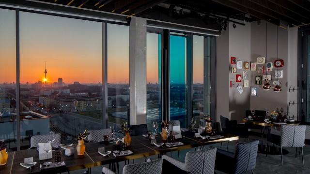 … Haute Cuisine á la Berlin WWW.SKYKITCHEN.BERLIN  […]
